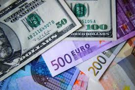 Население перед отпусками увеличило спрос на валюту более чем в 3 раза