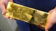 Золото теряет позиции на фоне фиксации инвесторами дохода